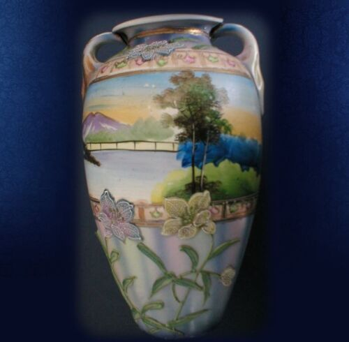 Moriage Japan pottery vase with flowers
