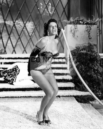 "JANE RUSSELL IN THE 1953 FILM ""THE FRENCH LINE"" - 8X10 PUBLICITY PHOTO (EE-092)"