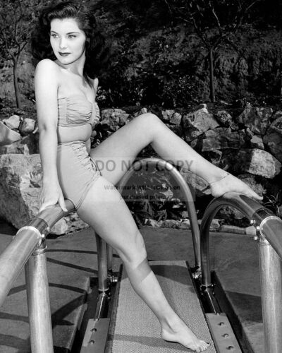 ACTRESS DEBRA PAGET PIN UP - 8X10 PUBLICITY PHOTO (EP-152)