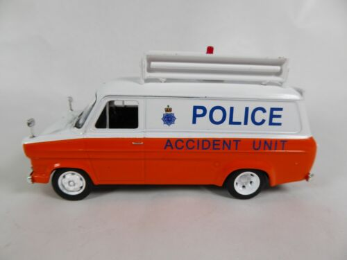 Ford Transit Mk1 Police anglaise UK - 1/43 - Ist Voiture miniature Diecast PM38