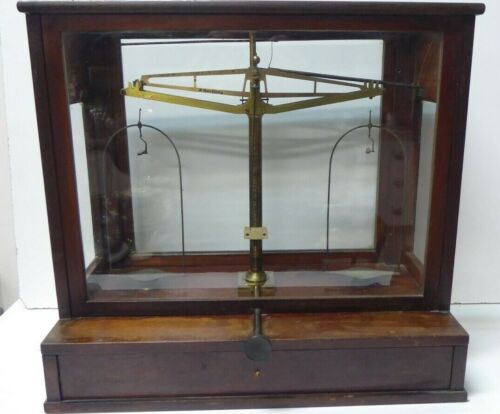 VINTAGE M.WERTLING LONDON BRASS MAHOGANY GLASS CASED SCIETIFIC BALANCE SCALES