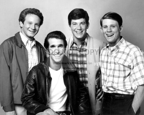 """""""HAPPY DAYS"""" PARTIAL CAST FROM THE ABC TV SITCOM - 8X10 PUBLICITY PHOTO (FB-112)"""