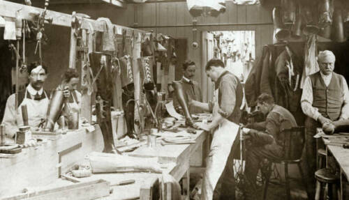 OLD PHOTO The Production Of Artificial Limbs at Roehampton WWI1914 - 1918 (WWI) - 13962