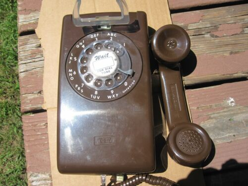 ITT   VINTAGE  TELEPHONE BROWN 554 WALL PHONE1970-Now - 985
