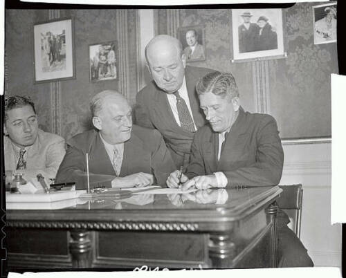 Mike Jacobs Signing Contract With Robert Williams 1937 OLD BOXING PHOTO