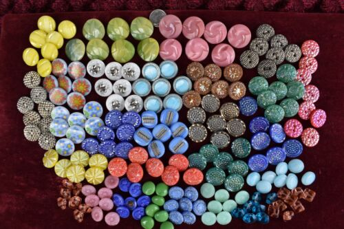 200 pcs LOT OLD CZECH  VINTAGE GLASS BUTTONS