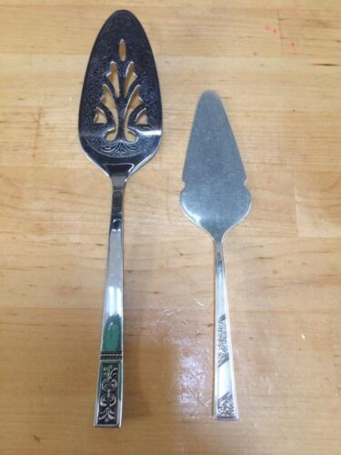 2 Vintage Cake Slices Cake Lifters In Excellent Condition, one made 1949