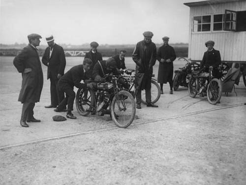 OLD PHOTO Mr Elce in a Record Attempt on his Rudge Motorcycle at Brooklands