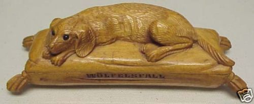 ** BLACK FOREST CARVING HOUND ON PILLOW BOX 19th CENT *