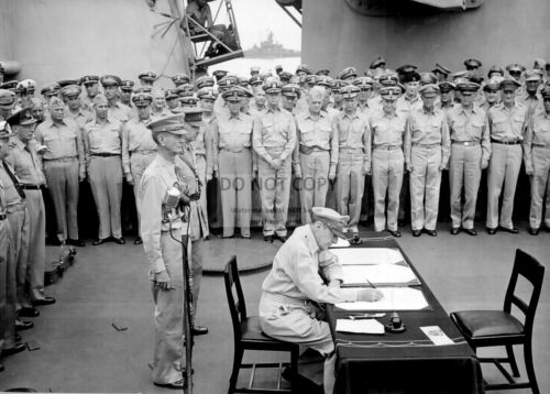 GENERAL DOUGLAS MACARTHUR SIGNS PAPERS AT JAPAN SURRENDER - 8X10 PHOTO (EP-595)United States - 156437