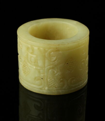 19TH CENTURY JADE ARCHER'S RING WITH TAOTIE CARVING