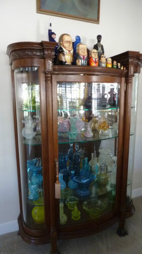 Antique VICTORIAN China & Curio Cabinet - Circa 1900 - Excellent Condition!