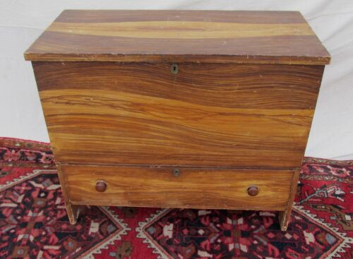 EARLY 19TH C HEPPLEWHITE GRAIN PAINTED ANTIQUE PINE BLANKET BOX / CHEST ~~ MAINE