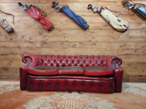 Divano Chesterfield Inglese in Pelle Bordeaux
