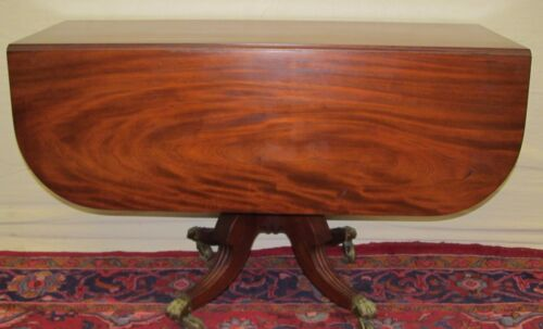 EARLY 19TH CENTURY LATE FEDERAL SOLID BOOKMATCHED MAHOGANY BREAKFAST TABLE
