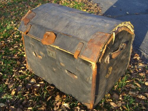 Vintage Oil Cloth/Wicker English Steamer Trunk w/White Star/Cunard Stk c.1930