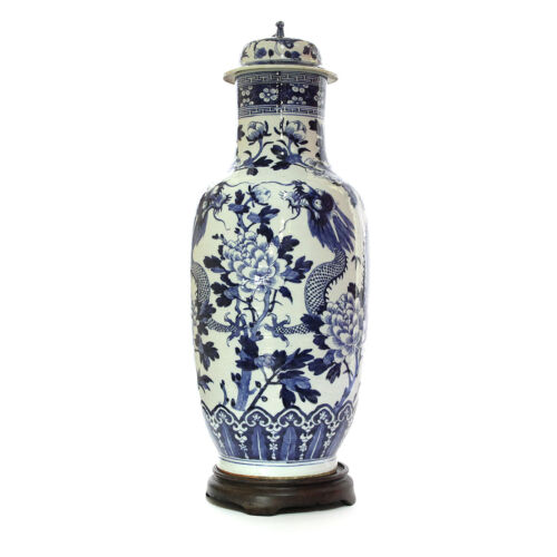 Early 17th century museum Ming Dynasty monumental vase