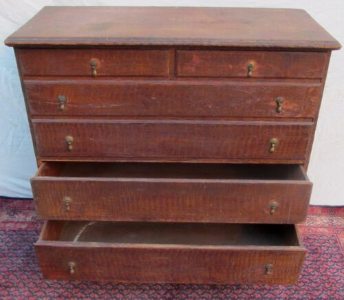 18TH CENTURY CHIPPENDALE RHODE ISLAND BLANKET CHEST IN SPONGE PAINT DECORATION