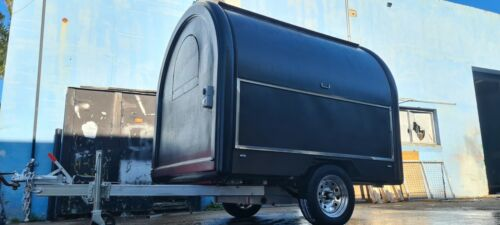 Food trailer 2400x2000x2100mm (LxWxH) Brand new never been use many accessories