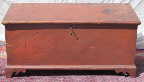 EARLY 19TH CENTURY CHIPPENDALE STYLE PAINTED BLANKET CHEST ON BRACKET FEET