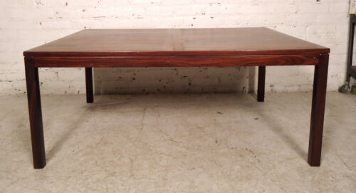 Mid-Century Modern Rosewood Coffee Table (05710)NS