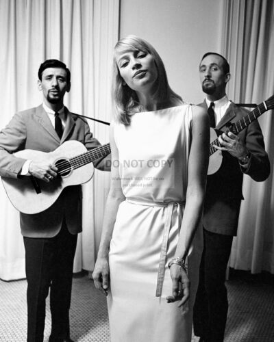 PETER, PAUL AND MARY LEGENDARY AMERICAN FOLK GROUP 8X10 PUBLICITY PHOTO (ZY-929)