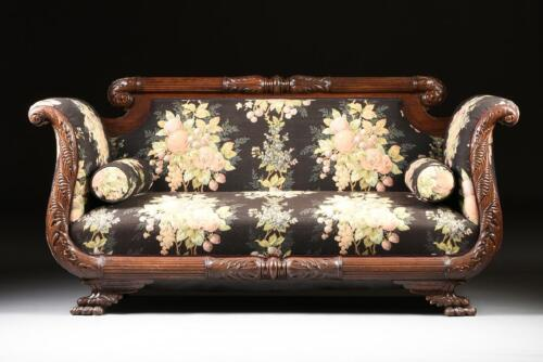 AN AMERICAN LATE CLASSICAL CARVED MAHOGANY SOFA, EARLY  19th Century ( 1800s )