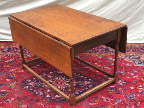 18TH C WILLIAM & MARY PERIOD NEW ENGLAND ANTIQUE DROP LEAF TAVERN / DINING TABLE