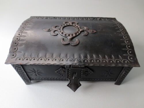 UNIQUE Gorgeous OLD VINTAGE HAND FORGED IRON LARGE MASSIVE Jewellery Box PERFECT