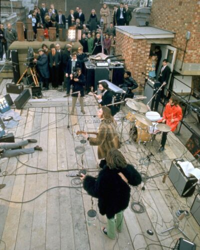 """THE BEATLES"" ON A ROOFTOP FOR FINAL PUBLIC PERFORMANCE - 8X10 PHOTO (EP-923)"