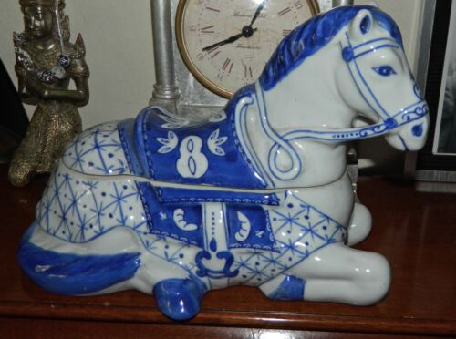 VINTAGE Blue & White Porcelain HORSE Trinket-Jewelry Storage Container