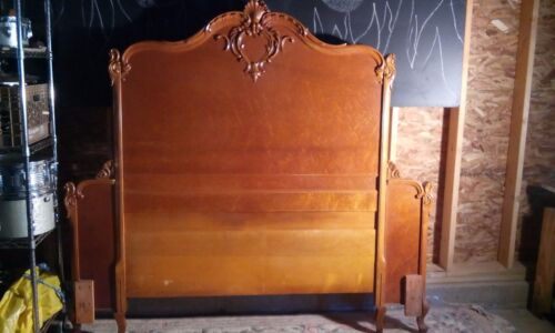 Antique/Vintage Blond Wood Maple Glam Bedroom Set