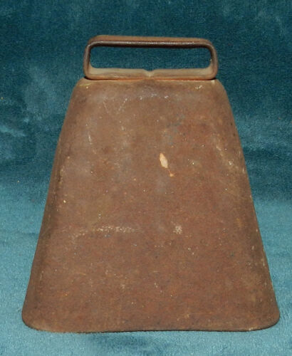 AWESOME ANTIQUE VINTAGE RUSTY METAL COW BELL!! BULL LIVESTOCK