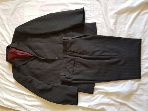 "MENS TAYLOR AND WRIGHT CHARCOAL STRIPE SUIT 40"" CHEST, TROUSERS 34/29"""