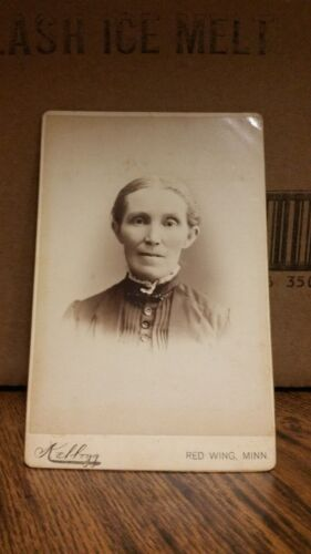 1890's Cabinet Card Photograph - Woman with Short Hair-139-J36