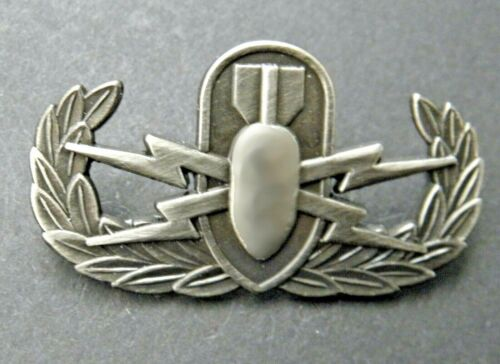 399TH BOMB BOMBER EOD SKULL WW 2 HAT PIN US ARMY US AIR CORPS AIR FORCE PILOT