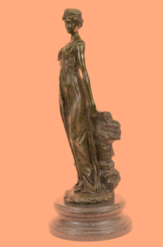 Rare Roman Goddess in bronze of great perfection and detail Handcraft Decorative