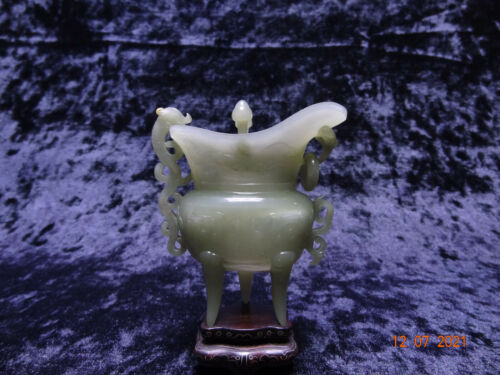 A Chinese Nephrite Jade Jue