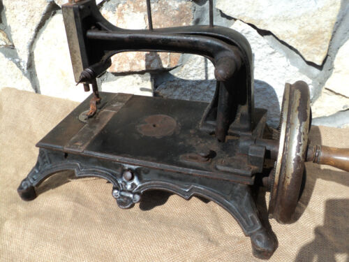 ANTICA MACCHINA DA CUCIRE  REGINA MARGHERITA  SEWING MACHINE ALTE NAHMASCHINE