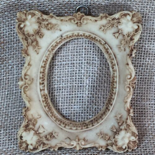 Vintage Victorian Design Small Ornate Resin Picture Photo Frame