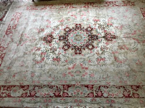 "100% Silk Rug 9""x12.4"" In Pristine Condition"