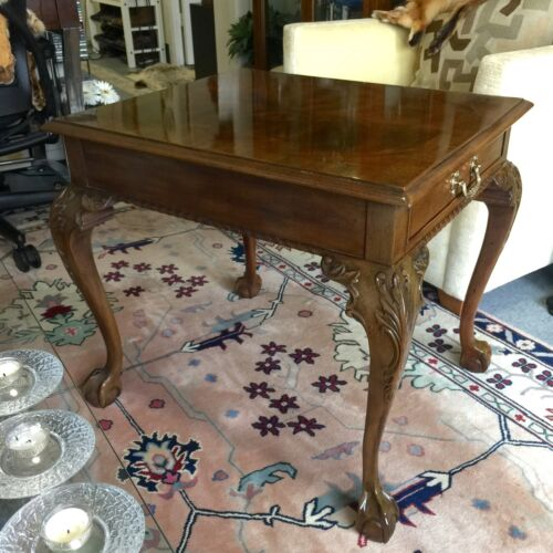 Beautiful HENREDON French Provincial Carved End, Side or Lamp Table w/ Draw
