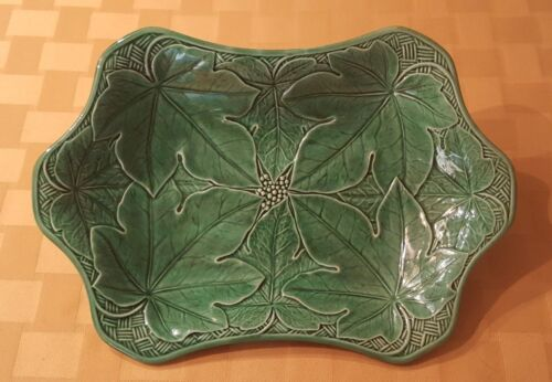 Antique Wedgwood Green Majolica Serving Dish with Leaf and Lattice Motif