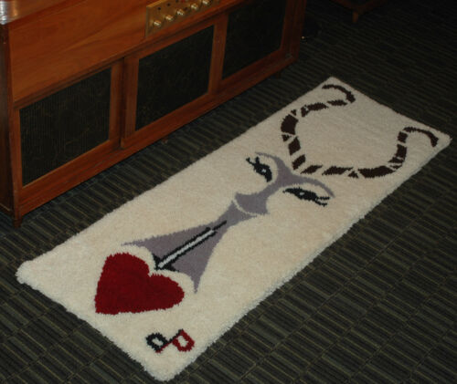 MID-CENTURY SHAG RUG FLOOR RUNNER VINTAGE WALL HANGING WHITE w/ ABSTRACT GAZELLE