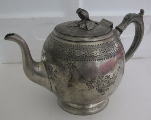 A FINE ANTIQUE DECORATED PEWTER TEA POT