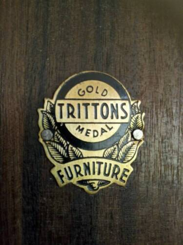 Trittons Gold Medal Furniture - Antique 4-piece Bedroom Set from 1920's.