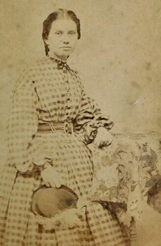 ANTIQUE 1880's CABINET  PHOTOGRAPH - WOMAN POSING IN CHECKERED DRESS