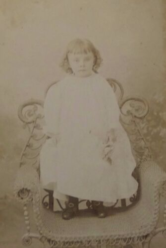 ANTIQUE 1880's CABINET  PHOTOGRAPH - INDIANAPOLIS INDIANA LITTLE GIRL POSING