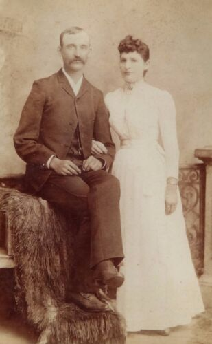 ANTIQUE 1880's CABINET  PHOTOGRAPH - BUTLER MISSOURI COUPLE POSING