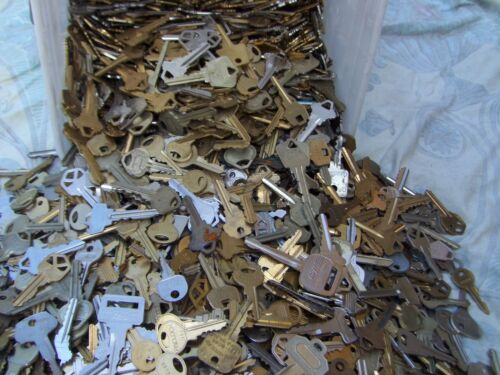 Lot of  Misc Keys 1.5 Pounds (LBS)  HOUSE,CARS.  Some old     Arts    Crafts